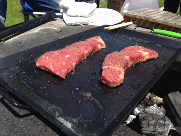 ステーキは鉄板!