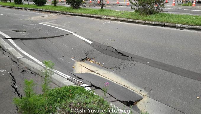16丁目通り元町近辺の道路陥没