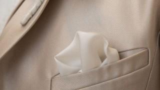 櫻井翔も気をつける「チーフの色」はスーツスタイルの基本でありセンスを表す