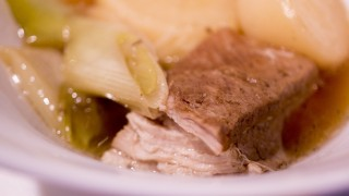 お家でできる男のダッチオーブン料理!豚バラの柔らか煮を作りました。簡単だからチャレンジしてみて!