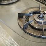 油ベトベトのキッチンコンロもセスキ炭酸ソーダでピカピカに!洗濯にも使える経済的な洗剤