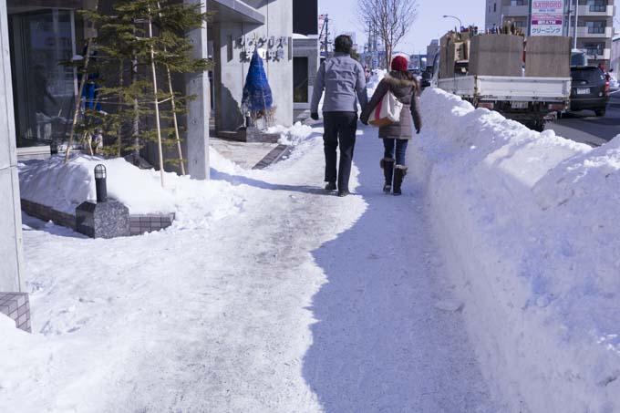 歩道は除雪されています