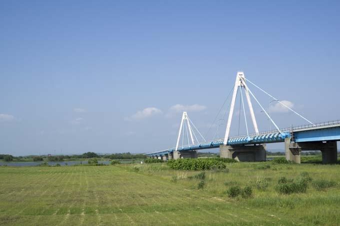 ヤウスバ運動公園から見る石狩河口橋