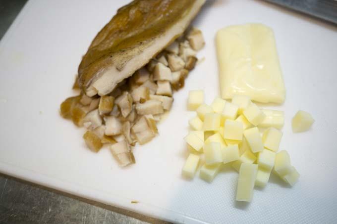 燻製鶏もも肉とチーズ