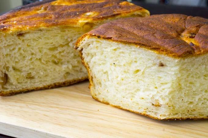 外がカリッ、中がもちもちの燻製パン!