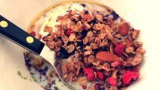 ラブリが18歳から続ける美肌の秘訣!朝食はヨーグルト+フルーツ+栄養パウダー!